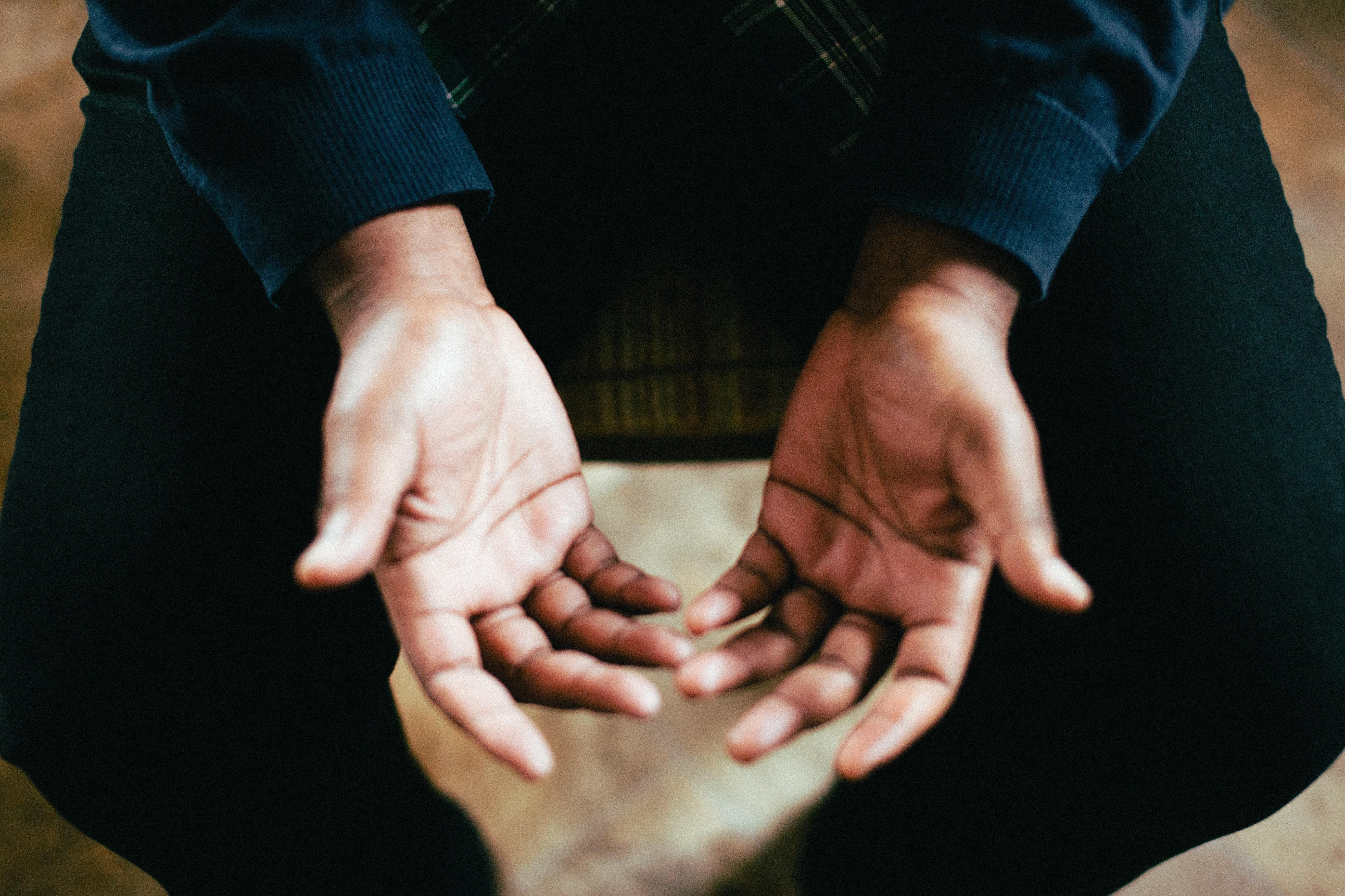 jeremy-yap-prayer-hands-unsplash